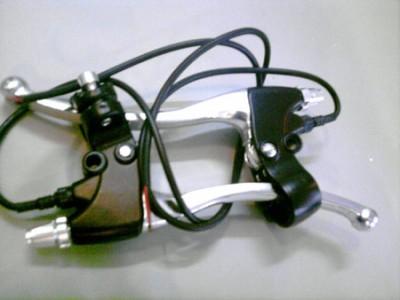 Tay phanh xe đạp điện